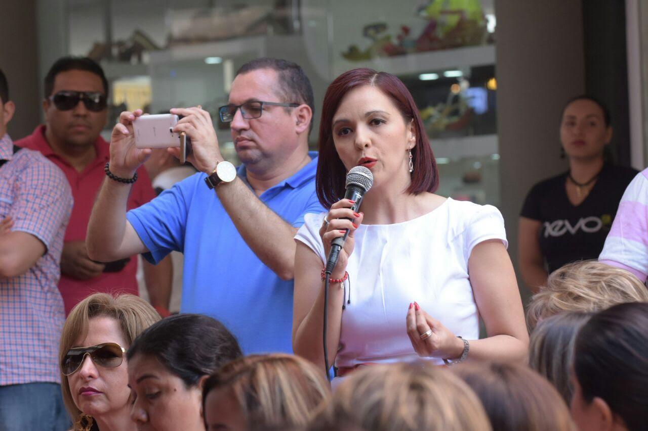 MINInterior, Juan Fernando Cristo, se tomó un café con mujeres de Neiva2