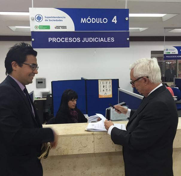 Robledo pide que se cierre Uber en Colombia