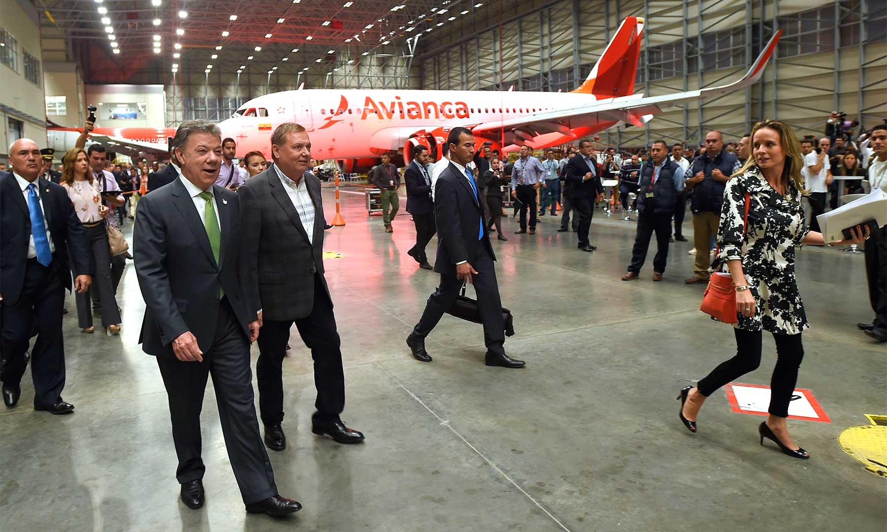 El Presidente Santos recorre el nuevo Centro de Mantenimiento de Avianca, considerado el más moderno de América Latina, con casi 45.000 metros cuadrados de instalaciones.