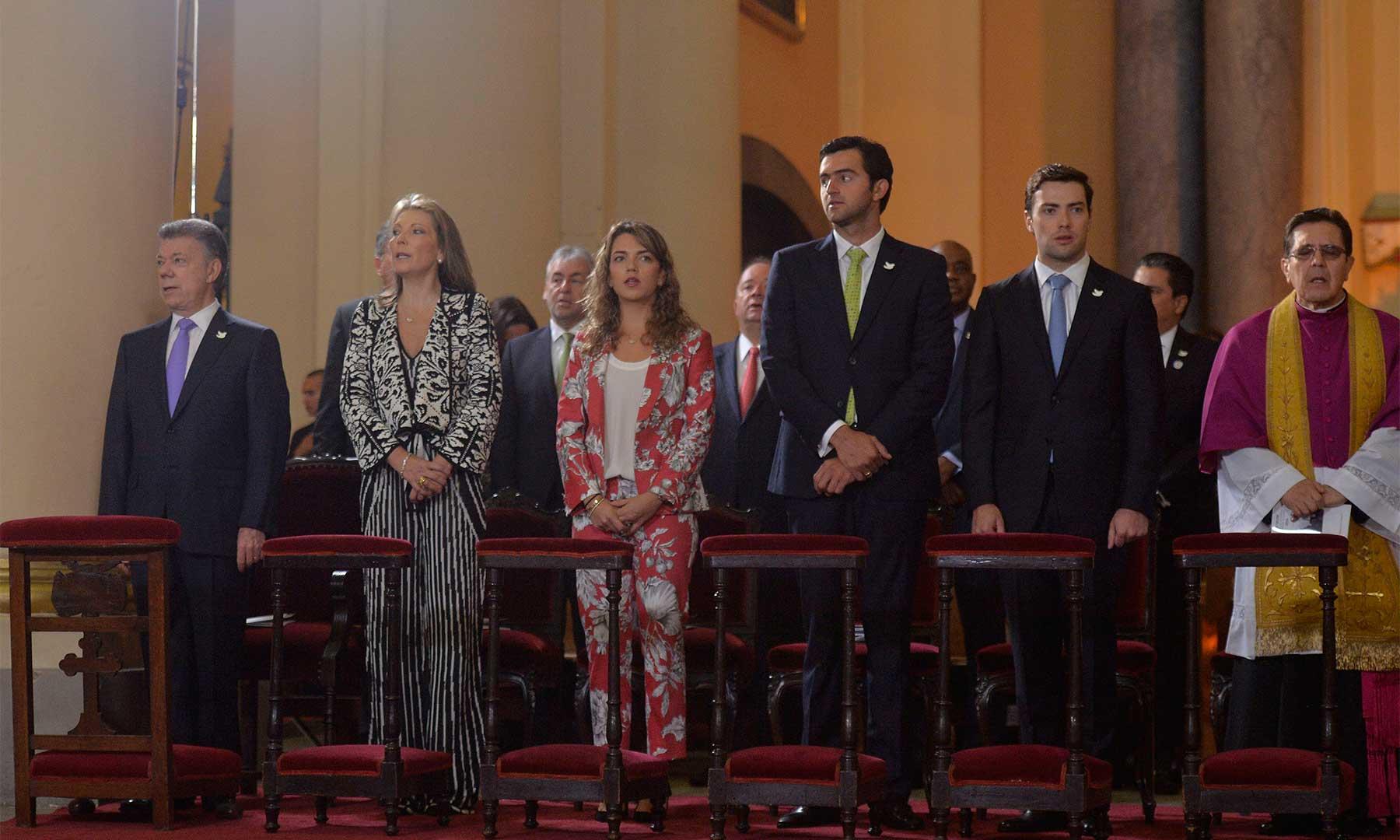 El Presidente Santos y la familia presidencial durante el Te Deum en la Catedral Primada de Bogotá, cántico de alabanza y acción de gracias a Dios con que se inició este miércoles la celebración del Día de la Independencia Nacional.