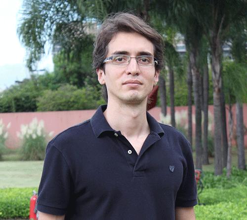 Caio Cavechini, de Brasil, al frente del documental 'Jaci: Siete pecados de una obra amazónica. Foto: Premio Gabo