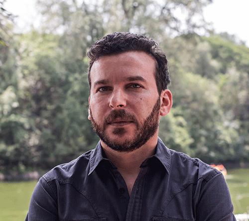 El argentino Eliezer Budasoff narra la historia del campesino Julio Hancco en 'El señor de las papas'. Foto: Premio Gabo