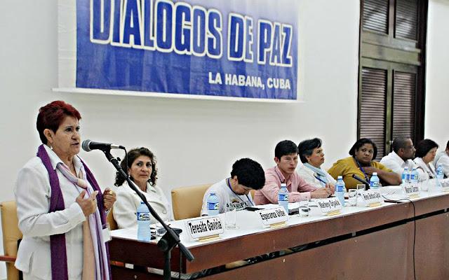 Familiares de las víctimas del conflicto en plena alocución en La Habana. Foto: Premio Gabo