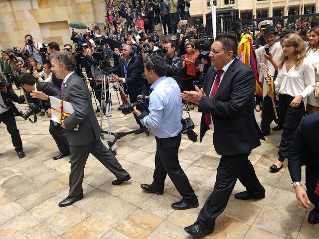 Camino a la Pacificación, en la memorable fecha del 24 de agosto, con el presidente de los colombianos, Acuerdo bajo el abrazo, documento del fin de una guerra. Foto: Alejandro Monroy, Oficina de Prensa del Congreso