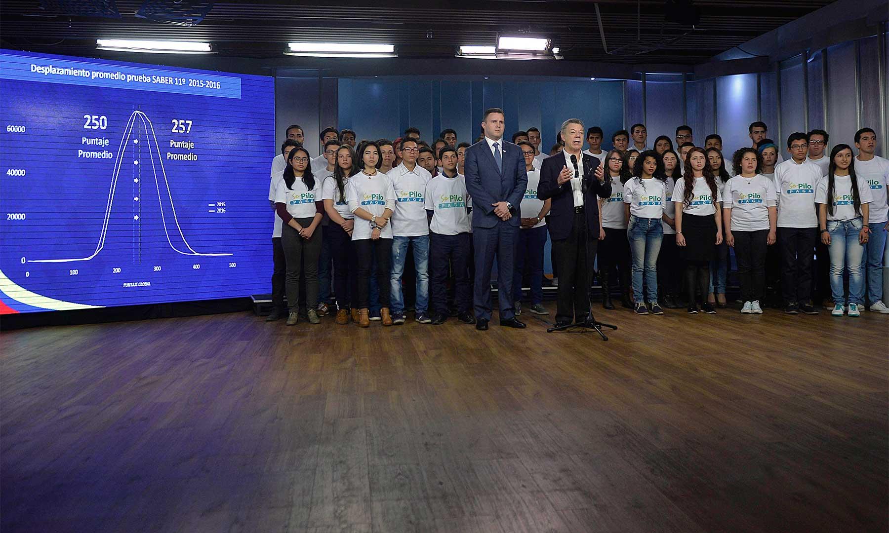 El Presidente Santos destacó el incremento de siete puntos en el promedio nacional de los resultados de las últimas Pruebas Saber 11º, al pasar de 250 puntos en 2015 a 257 este año.