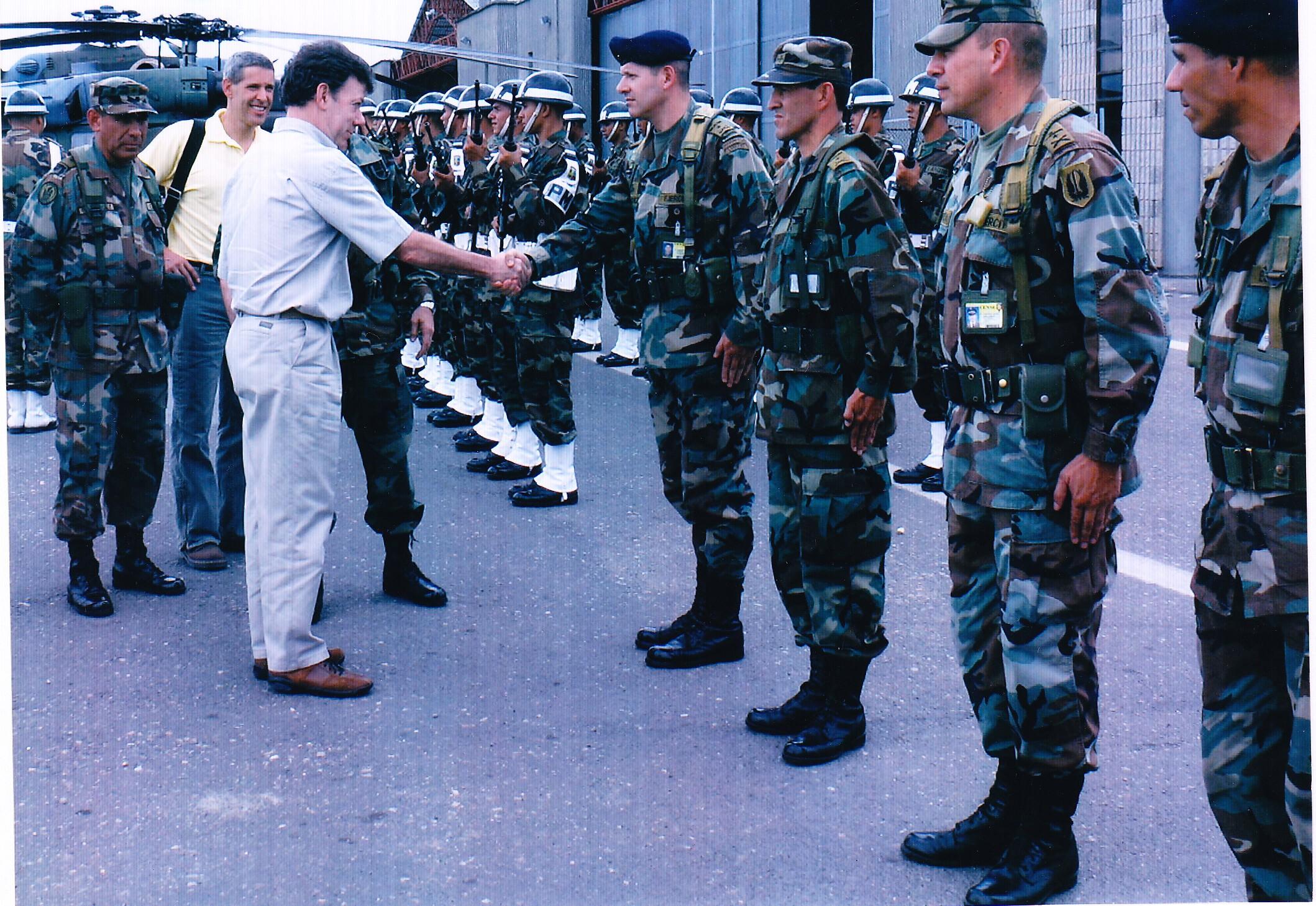 15-2006-saludando-a-las-fuerzas-militares