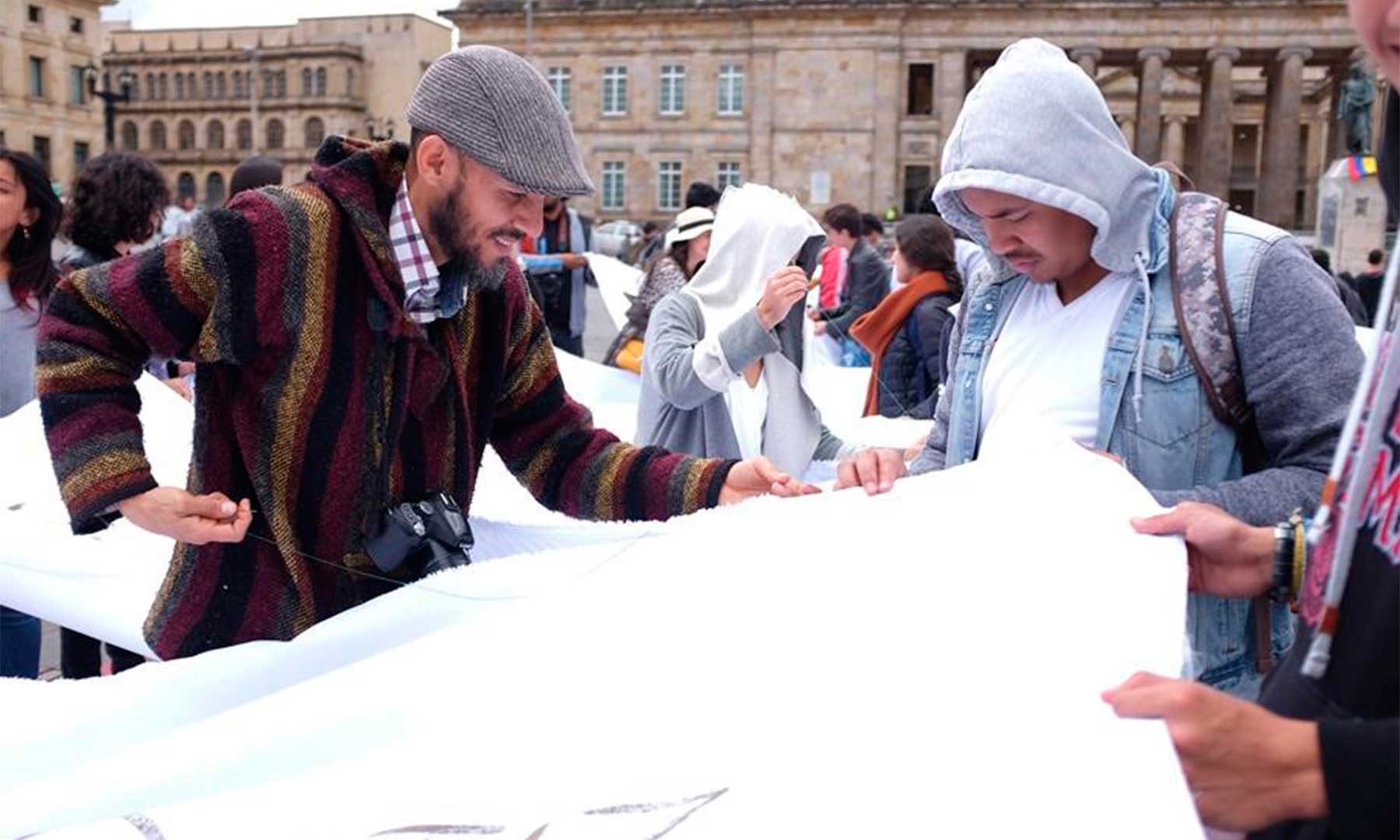 'Sumando ausencias', una acción colectiva contra el olvido y por la paz