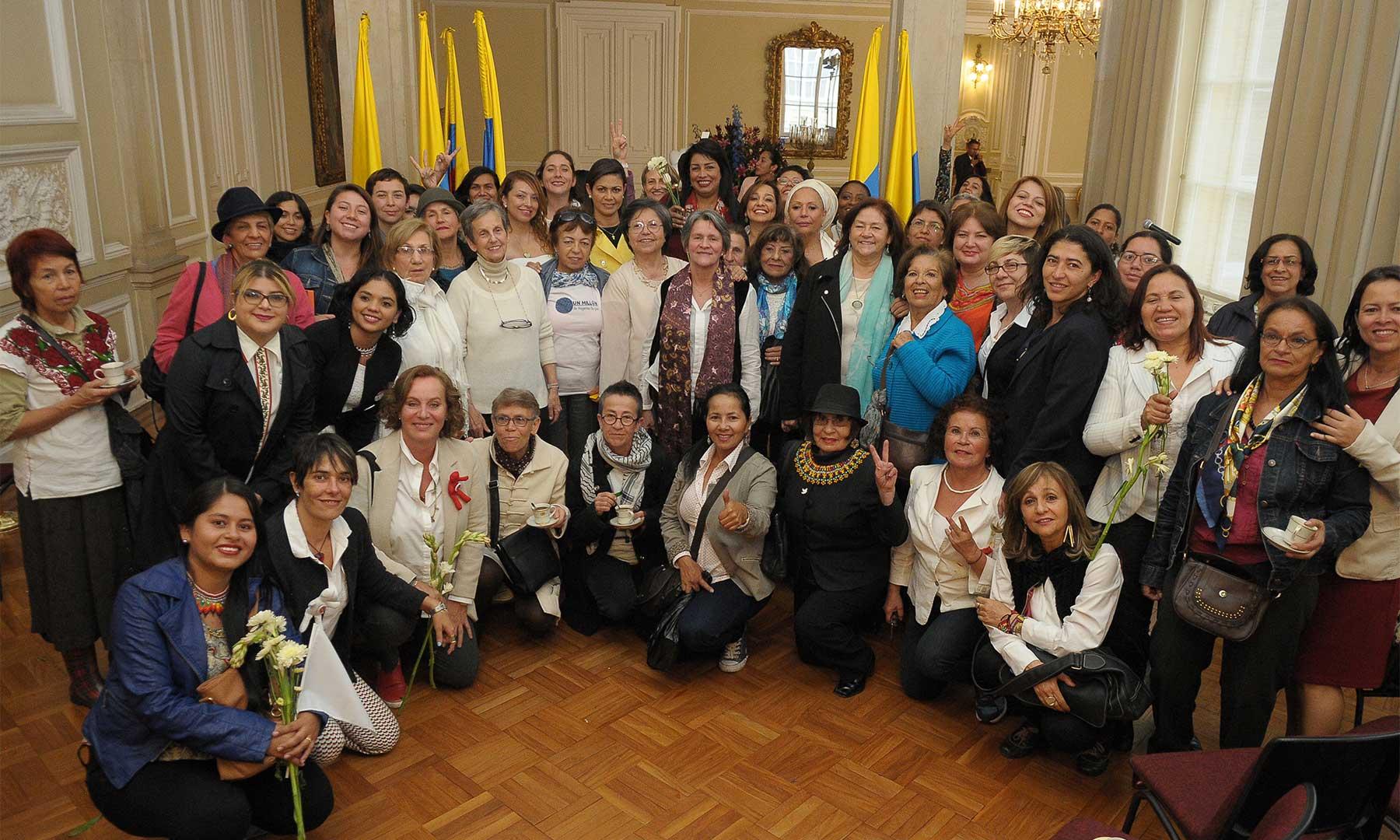 Representantes y voceras de 104 organizaciones y colectivos de mujeres de todo el país, expresaron al Jefe del Estado su apoyo irrestricto al Acuerdo suscrito en Cartagena.