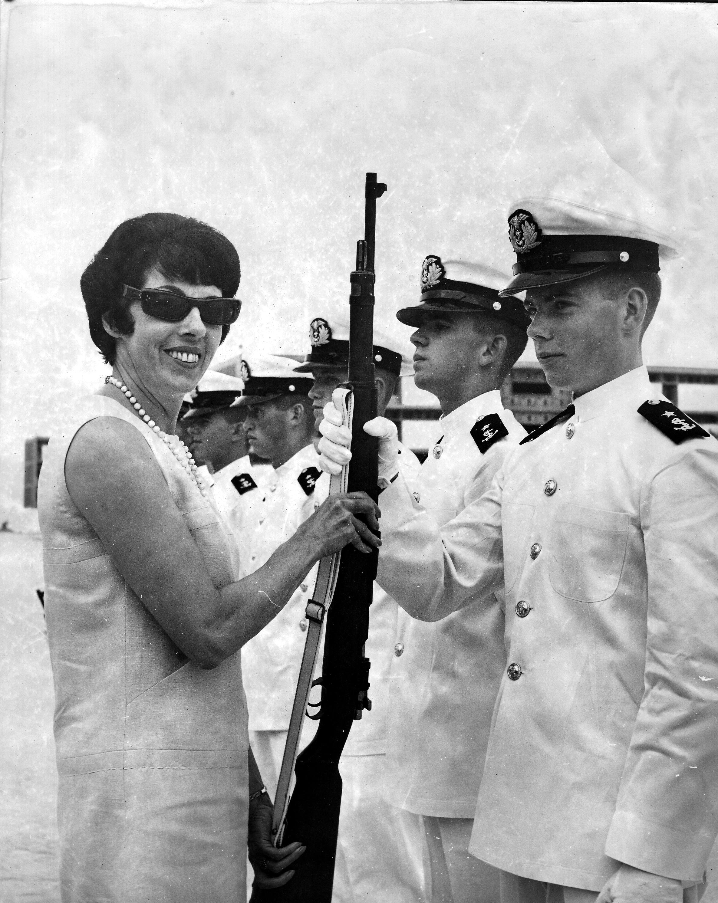 2-1967-como-cadete-con-clemencia-calderon-su-mama