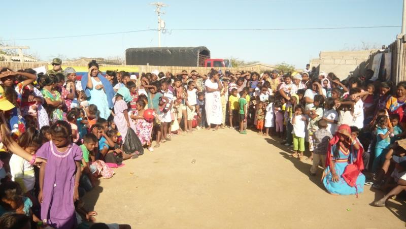 con-ayudas-humanitarias-llega-el-ejercito-nacional-al-departamento-de-la-guajira3