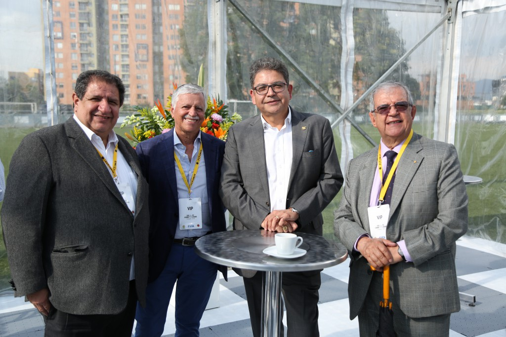 De izquierda a derecha: Jorge Armando García, presidente de Fedebaloncesto; Jorge Correa Pastrana, ex presidente de la Dimayor; Armando Farfán Peña, gerente del COC y Alberto Ferrer, miembro de la Academia Olímpica Colombiana.