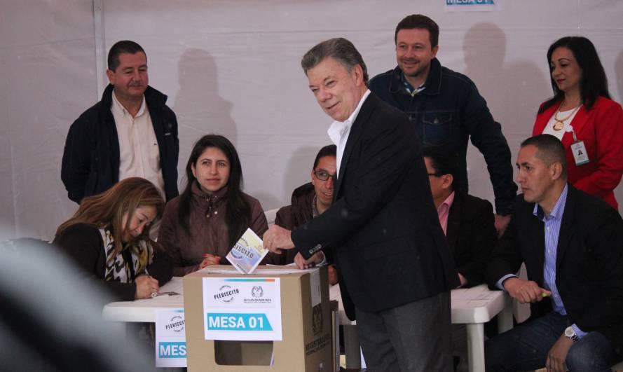 el-presidente-juan-manuel-santos-vota-en-el-plebiscito-por-la-paz