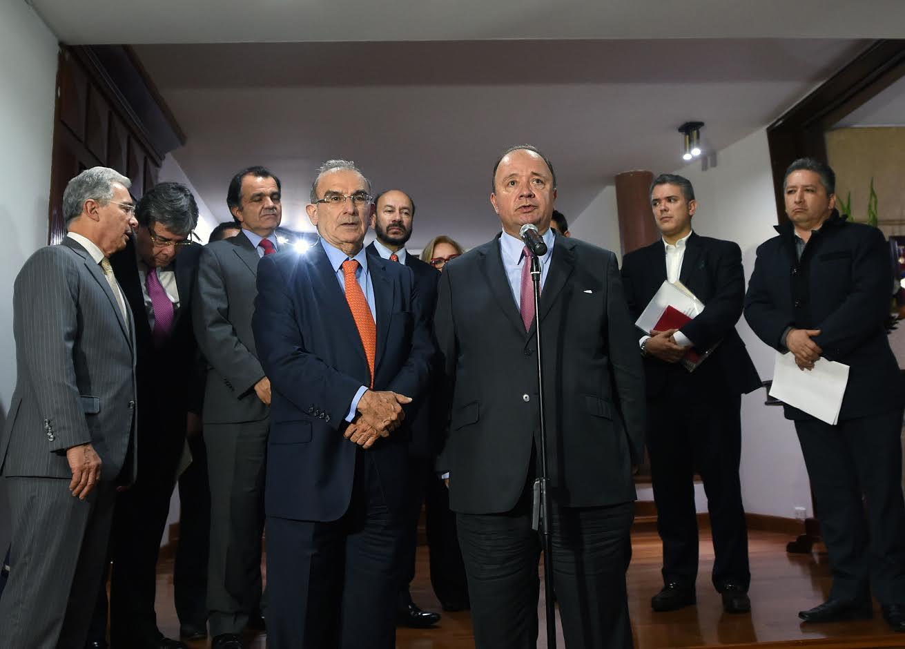 luis-carlos-villegas-presidio-la-segunda-reunion-entre-los-voceros-del-no-y-los-delegados-del-presidente-juan-manuel-santos