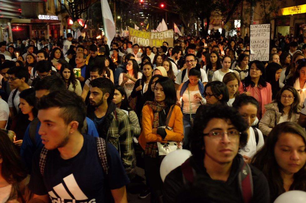 miles-de-universitarios-en-todo-el-pais-se-movilizaron-en-favor-de-los-acuerdos-de-paz10