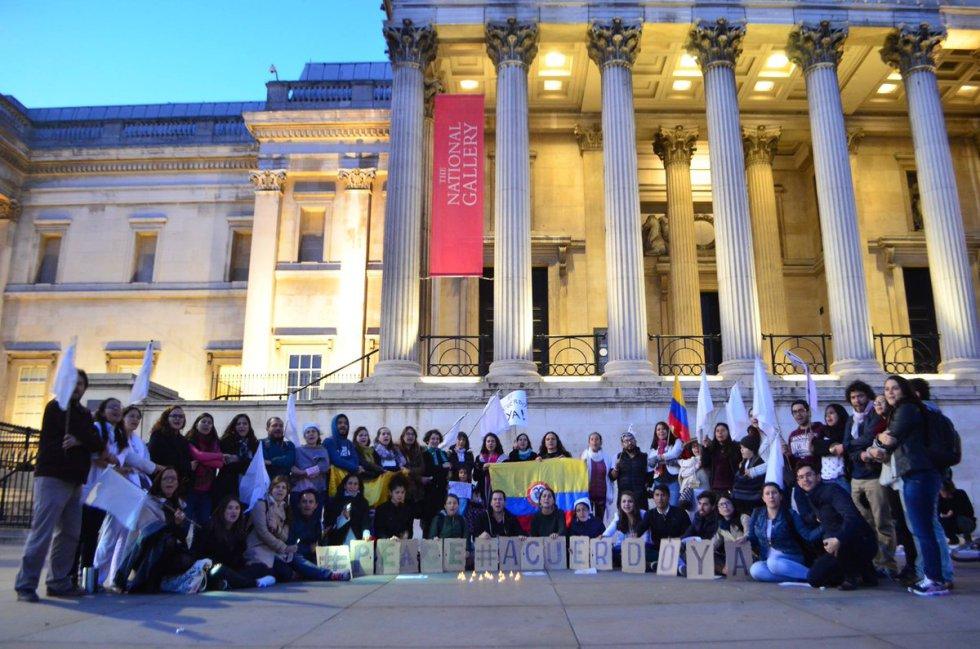miles-de-universitarios-en-todo-el-pais-se-movilizaron-en-favor-de-los-acuerdos-de-paz2