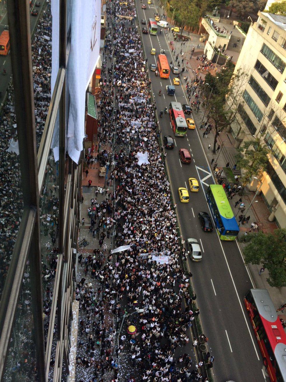 miles-de-universitarios-en-todo-el-pais-se-movilizaron-en-favor-de-los-acuerdos-de-paz3