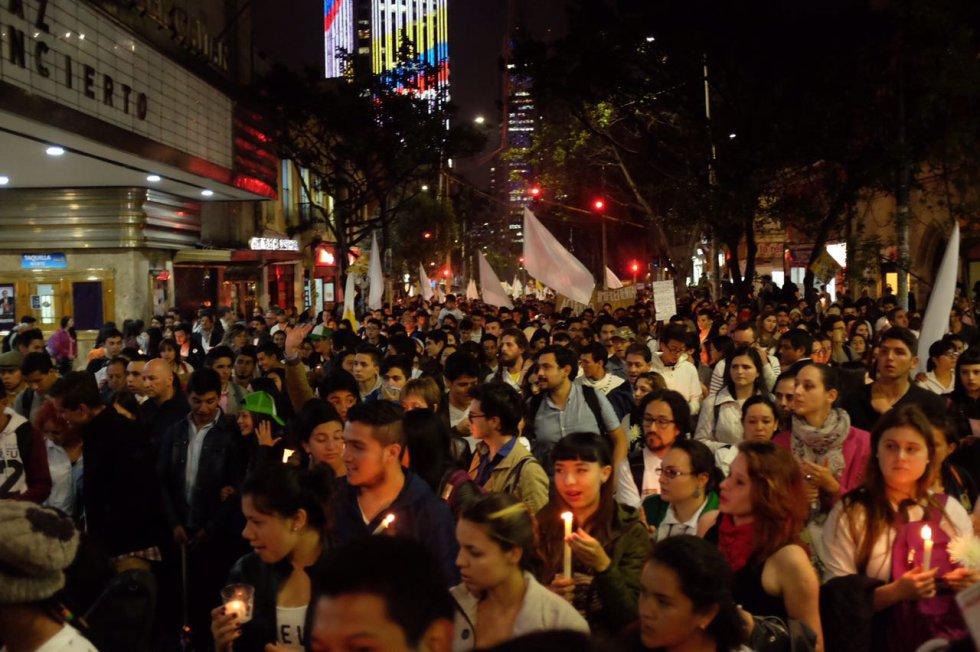 miles-de-universitarios-en-todo-el-pais-se-movilizaron-en-favor-de-los-acuerdos-de-paz9