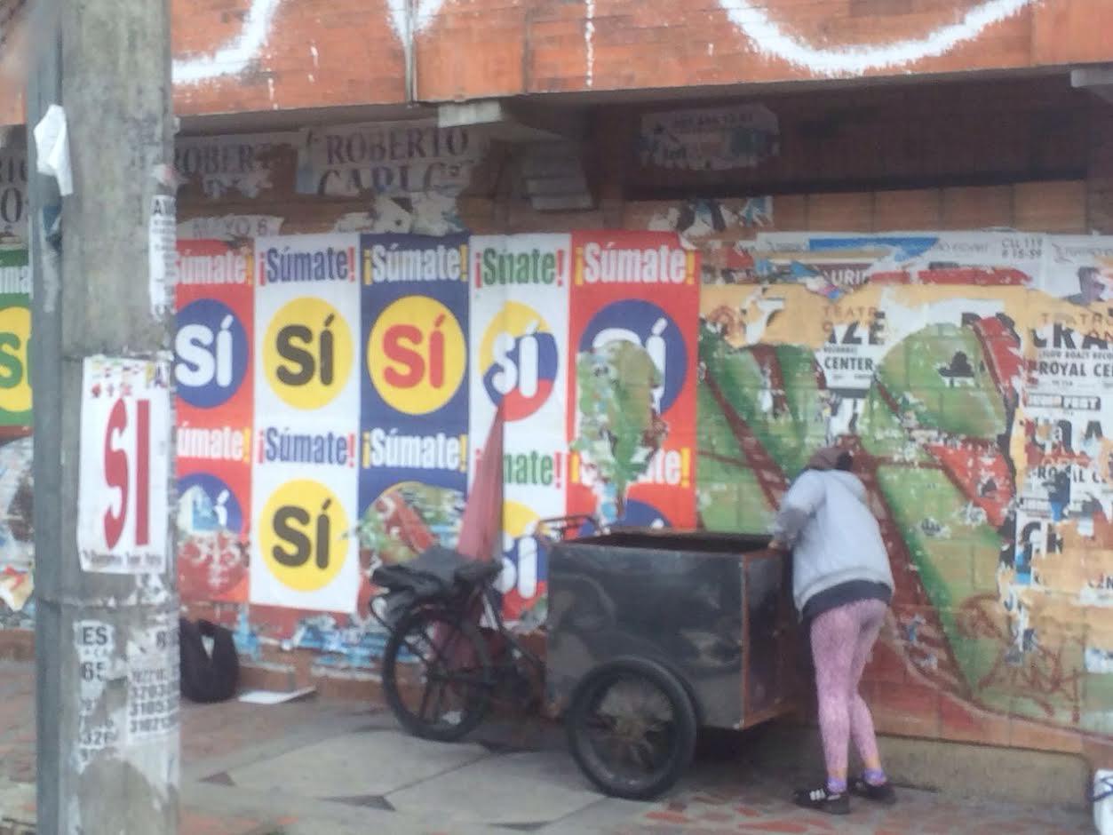 piden-a-promotores-del-si-limpiar-muros-y-postes-de-energia-invadidos-de-carteles-durante-campana-del-plebiscito-en-bogota