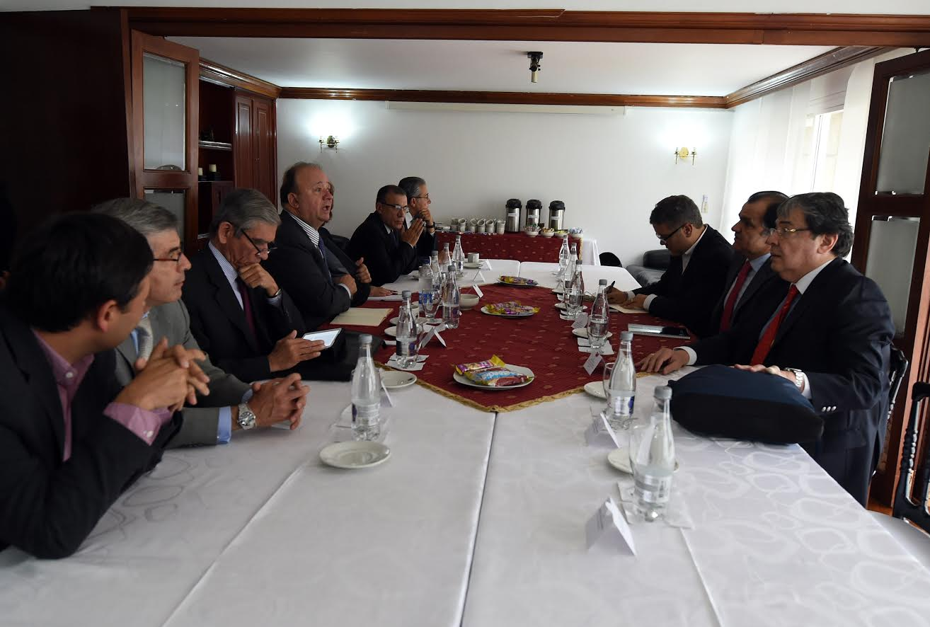 reunion-mindefensa-y-delegados-del-gobierno-con-los-voceros-promotores-del-no-al-plebiscito3