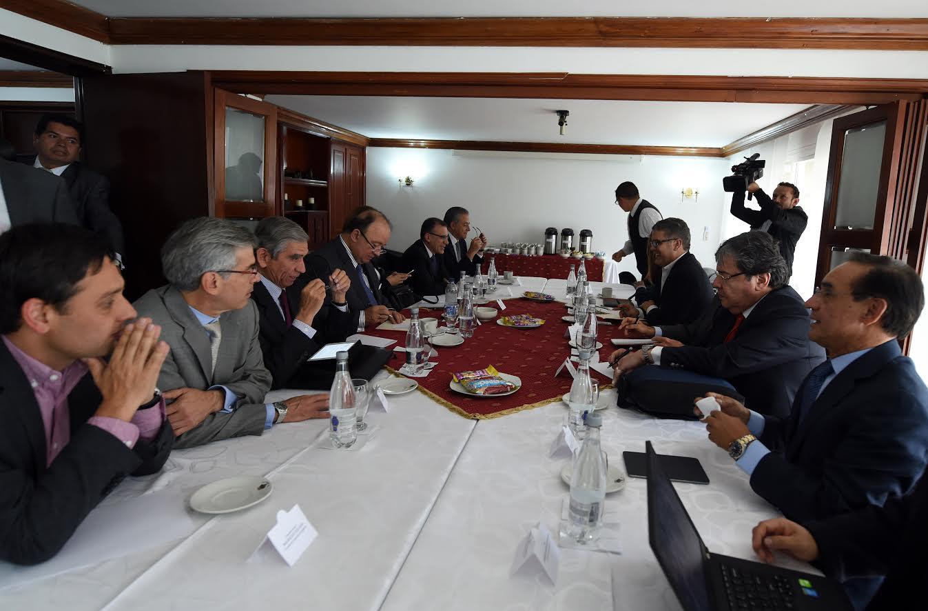 reunion-mindefensa-y-delegados-del-gobierno-con-los-voceros-promotores-del-no-al-plebiscito4