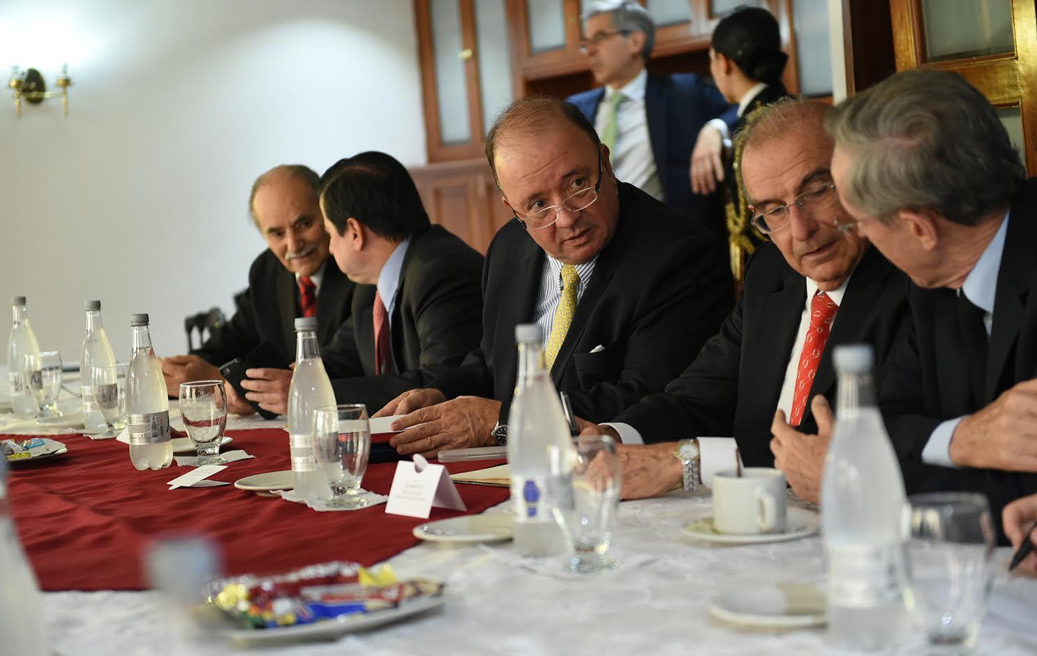 una-nueva-reunion-con-delegados-del-si-y-no