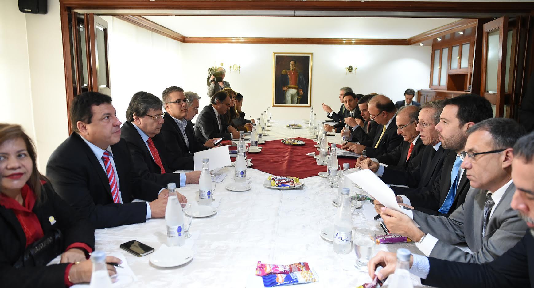 una-nueva-reunion-con-delegados-del-si-y-no3