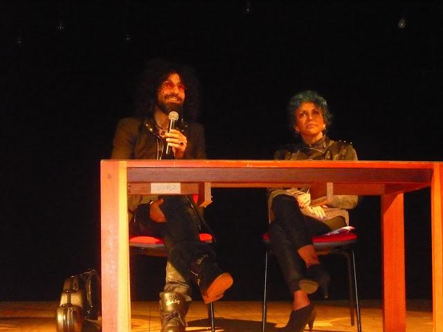 Durante su presentación a los medios de comunicación con la directora Ana Marta de Pizarro. Foto: La Pluma & La Herida