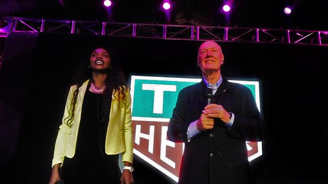 Caterine con Jean-Claude Biver, director internacional de la prestigiosa marca de relojes Tag Heuer. Foto: La Pluma & La Herida