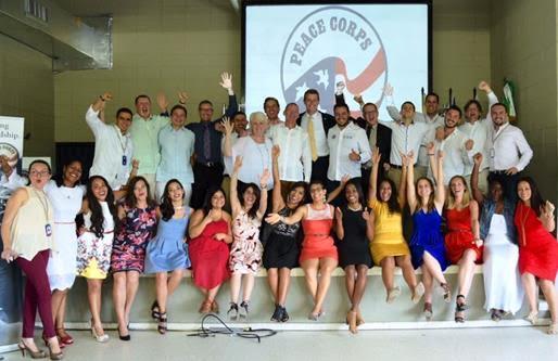 20-nuevos-voluntarios-del-cuerpo-de-paz-hacen-juramento-ante-el