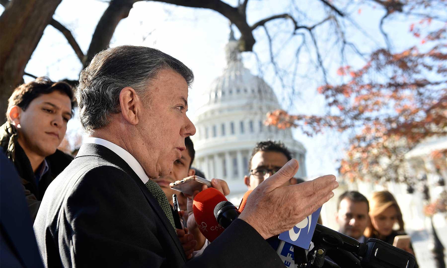 """""""Les manifesté que esperaba continuar la relación que Colombia ha tenido con republicanos y demócratas""""; dijo el Presidente Santos al salir de una reunión con congresistas estadounidenses."""