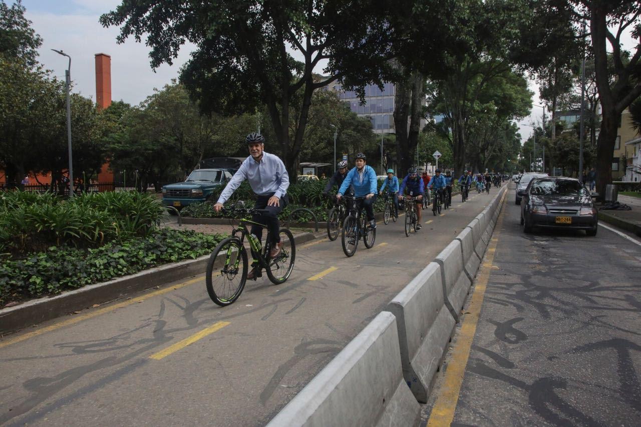 bogota-se-consolida-como-la-capital-de-la-bicicleta-este-jueves-movio-1-734-funcionarios-en-este-medio-de-transporte-855-mas-que-medellin