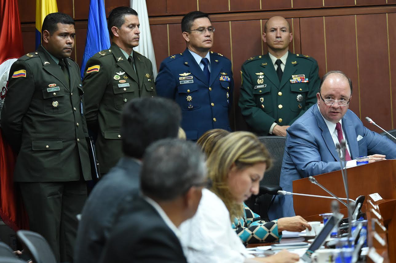 comision-segunda-de-senado-para-sustentar-solicitud-de-ascensos-de-39-oficiales-de-la-fuerza-publica