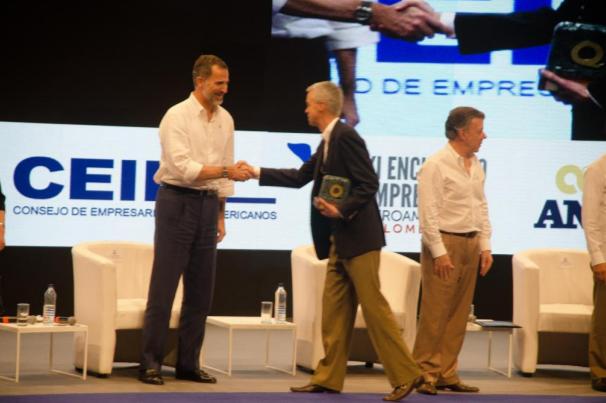 el-rey-felipe-felicita-al-presidente-de-porvenir-miguel-largacha-por-premio-iberoamericano