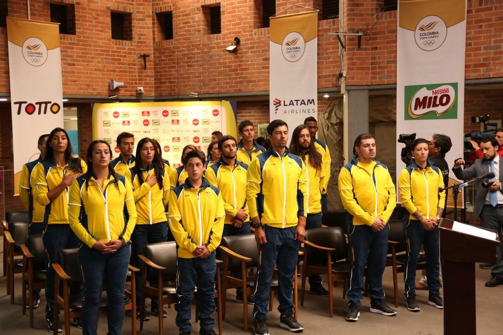 grupo-de-atletas-y-delegados-que-participaran-en-iquique-2016