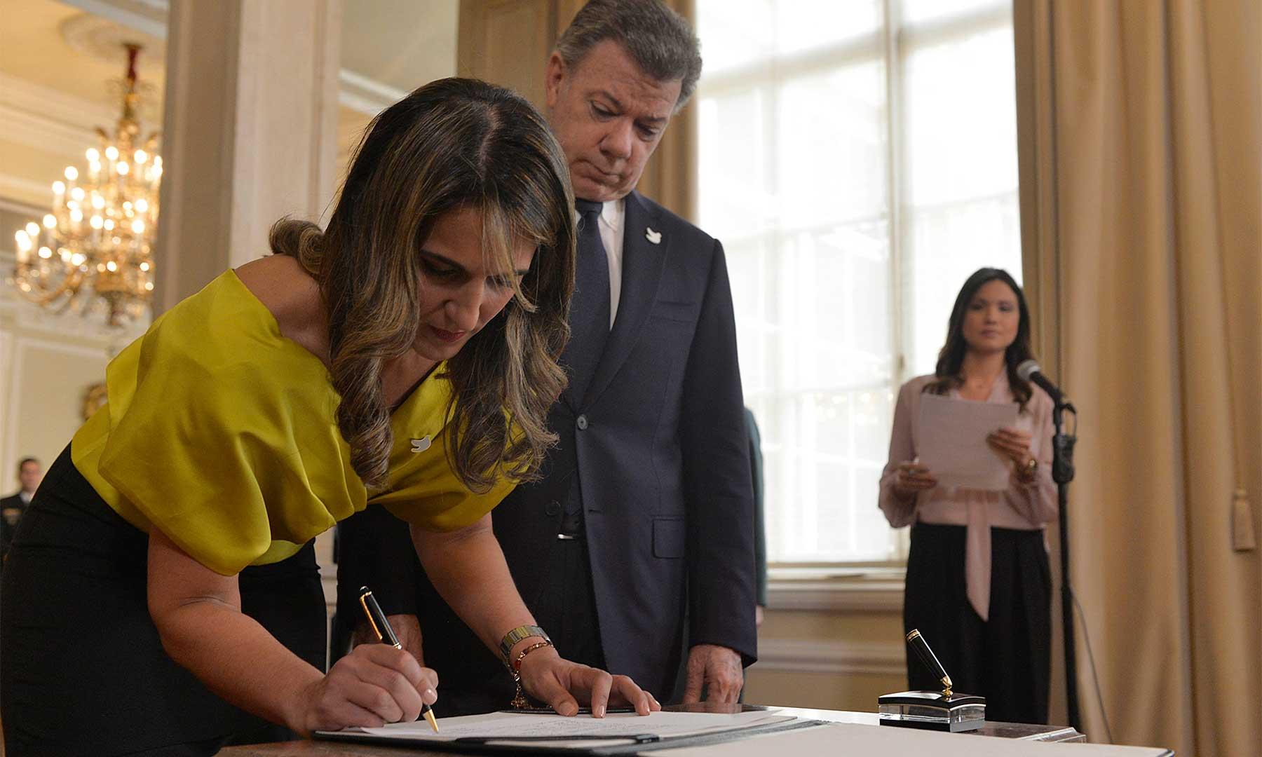 Educar para el posconflicto y la paz será la prioridad de la Ministra de Educación, Yaneth Giha Tovar, quien este miércoles se posesionó ante el Presidente de la República, Juan Manuel Santos Calderón.