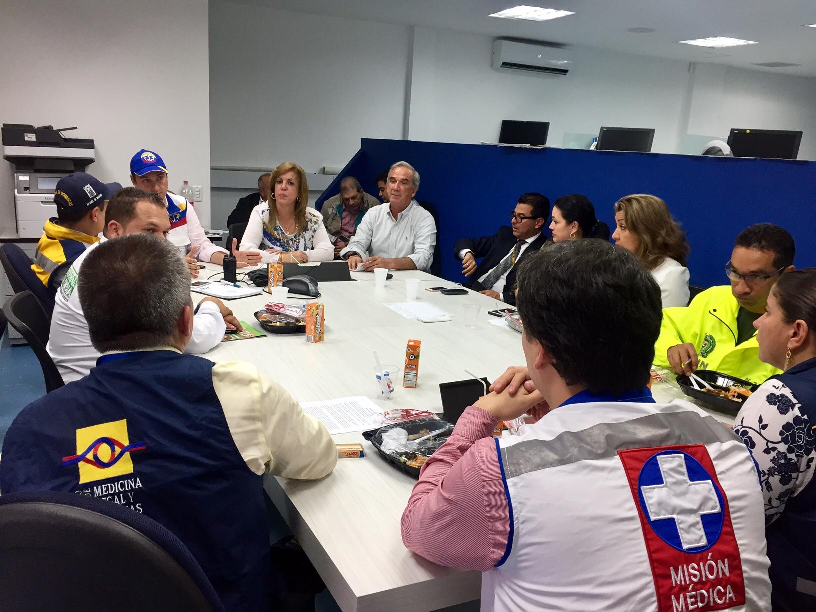 Directora-de-Coldeportes-Clara-Luz-Roldán-visitó-las-instalaciones-del-Puesto-de-Mando-Unificado-instalado-en-la-sede-administrativa-del-aeropuerto-Olaya-Herrera