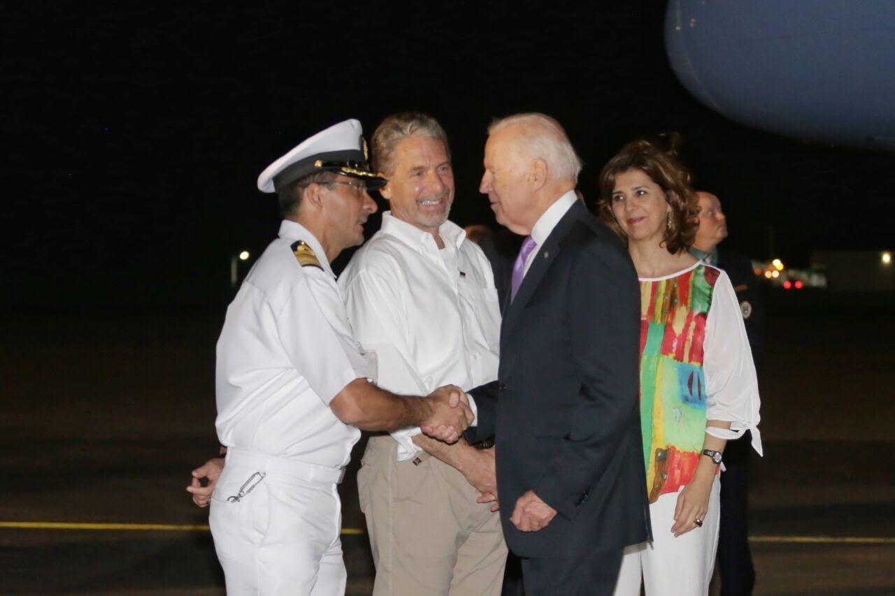 Canciller-María-Ángela-Holguín-recibió-hoy-en-Cartagena-al-Vicepresidente-de-los-Estados-Unidos-Joe-Biden.