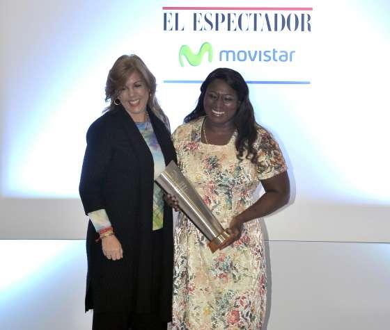 La Directora Clara Luz Roldán  entregó el premio a Vida y Obra, a la vallecaucana María Isabel Urrutia