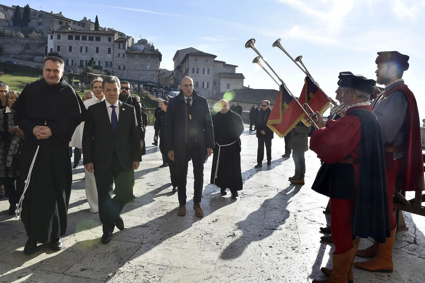 entrega-dwe-la-lampara-de-la-paz-en-italia2