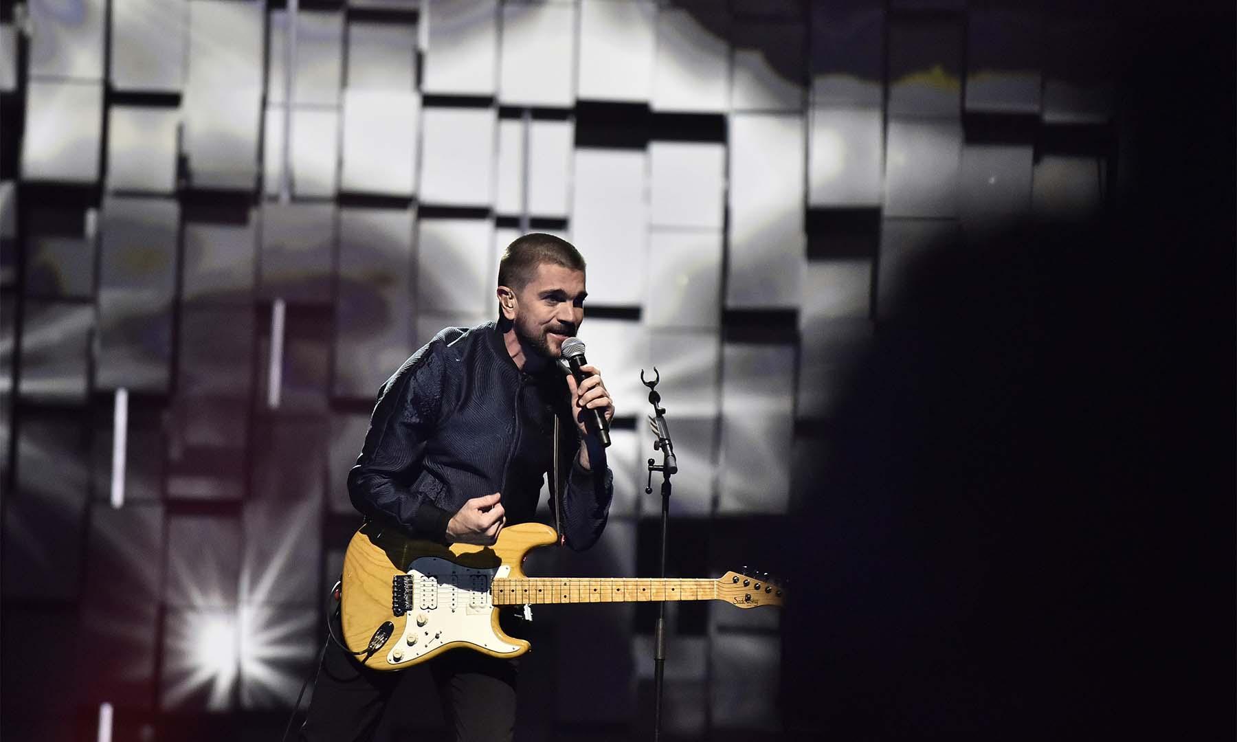 El cantante colombiano Juanes participó, interpretando varios de sus éxitos, en el Concierto del Premio Nobel de Paz, en homenaje al Presidente Juan Manuel Santos.