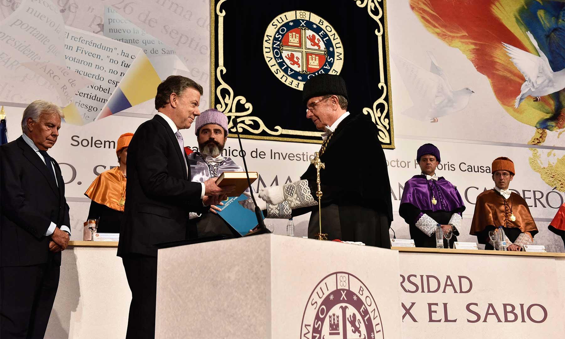 El Presidente y Premio Nobel de Paz 2016, Juan Manuel Santos, recibe el doctorado Honoris Causa de la Universidad Alfonso X El Sabio, por su persistente esfuerzo para lograr la paz y su trayectoria profesional y personal.