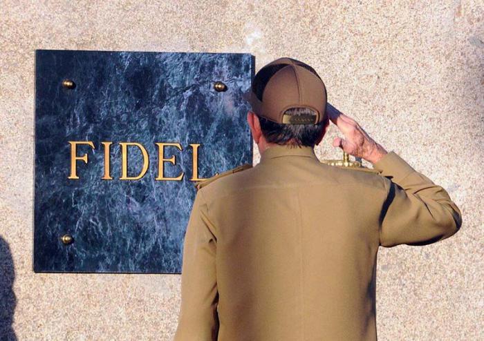 fidel-junto-a-marti3