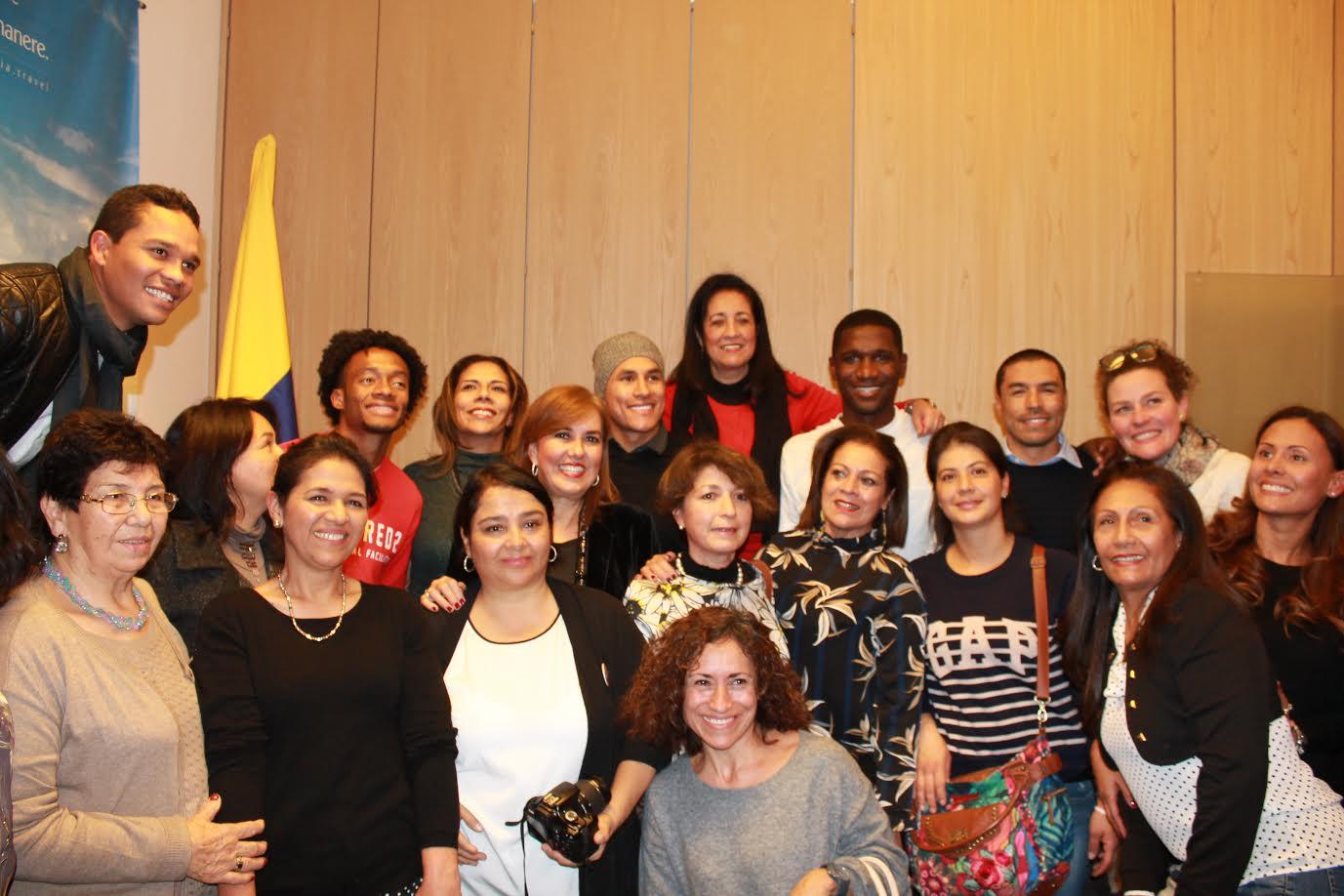 jugadores-de-la-seleccion-colombia-celebran-uno-noche-navidena-en-el-consulado-de-milan2
