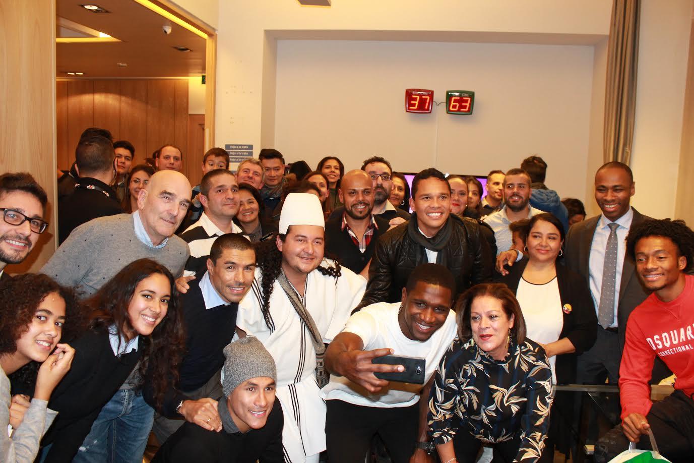 jugadores-de-la-seleccion-colombia-celebran-uno-noche-navidena-en-el-consulado-de-milan3
