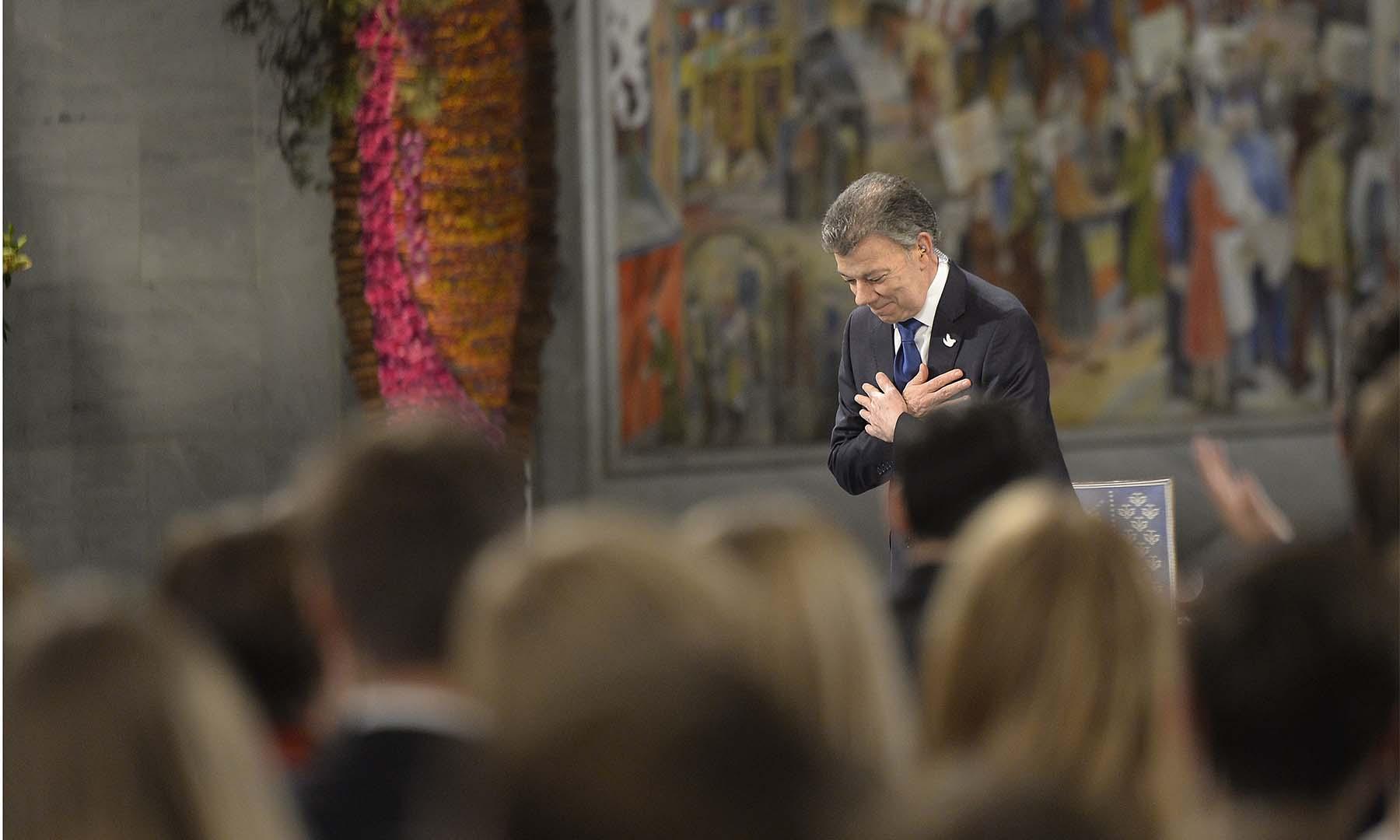 El Presidente Juan Manuel Santos recibe una ovación en Oslo luego de recibir el Premio Nobel de Paz 2016, por su incansable esfuerzo por llevar la reconciliación a los colombianos.