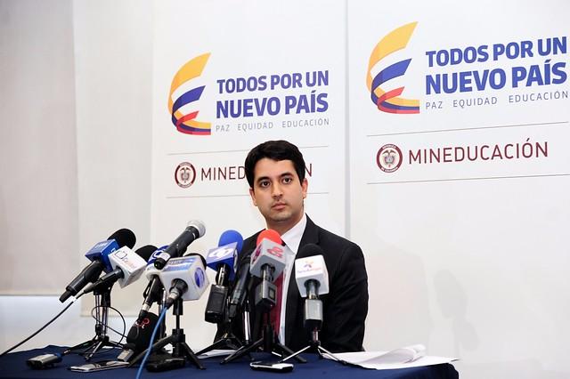 Viceministeo de Educación, Víctor Saavedra