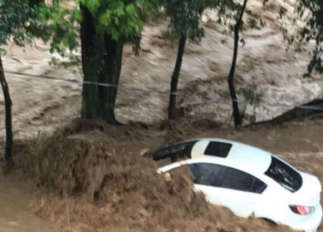 inundaciones_en_cali_-derrumbe-en-siloe
