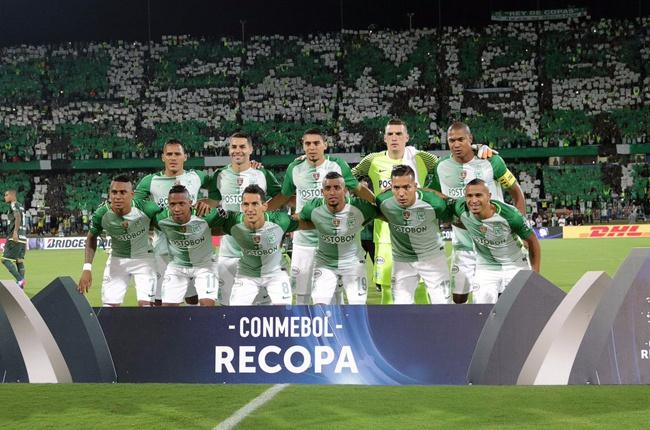 Los clubes que escoltaron al actual campeón de la CONMEBOL Libertadores  Bridgestone fueron Santa Fe a30566d3c60e7