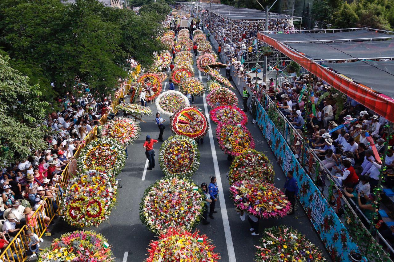 4f25d5cf0 -El Desfile de Silleteros puso punto final a la Feria de la Flores. La  ciudad vibró con esta exhibición de vida y tradición.