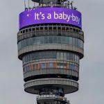 La BT Tower muestra un mensaje con el anuncio del nacimiento del bebé.